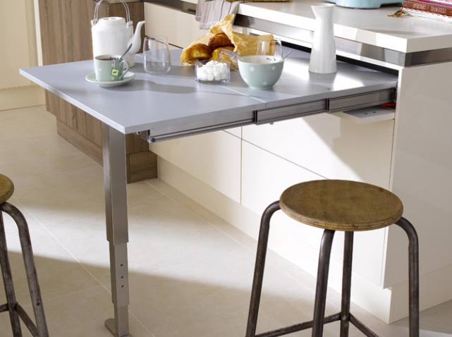 Encore plus de place dans la cuisine le blog d co for Meuble table escamotable