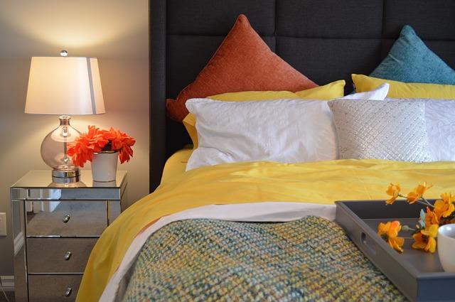 Les oreillers pour donner du volume à votre lit